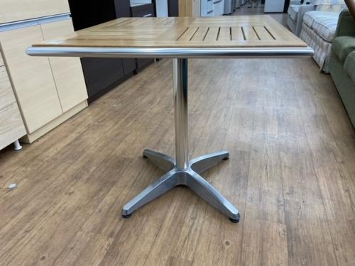 ダイニングセットのテラステーブル