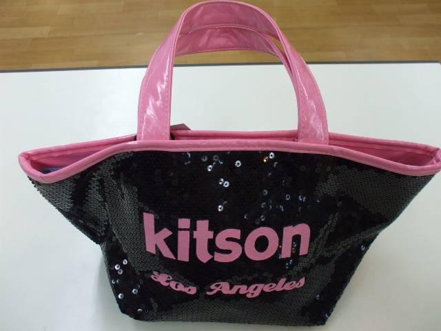 adc2ec16e829 こんにちは!! トレジャー・ファクトリー南大沢店では、KITSON(キットソン)のスパンコールバッグ ...