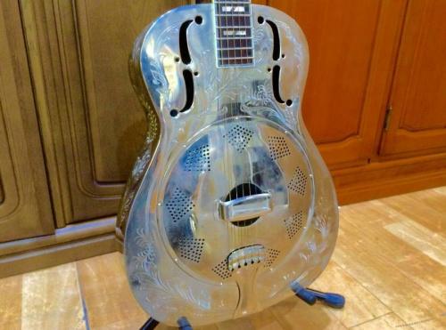 楽器・ホビー雑貨のリゾネーターギター