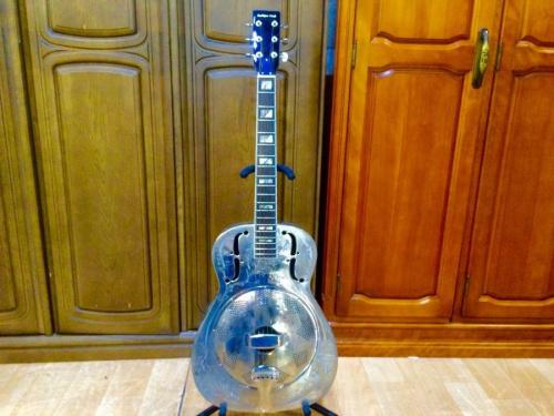 リゾネーターギターのアコースティックギター