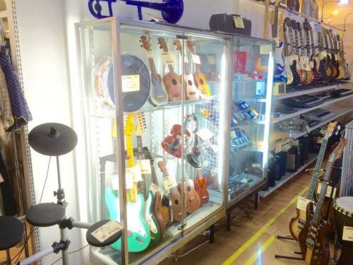 アコースティックギターのフェンダー