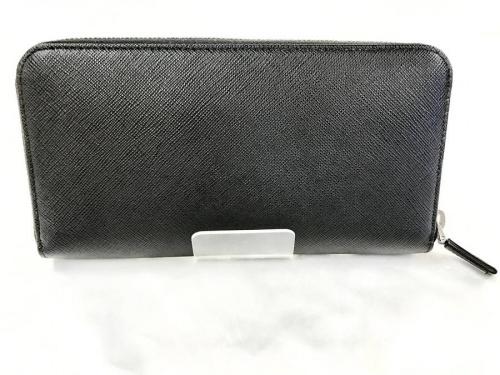 PRADAのラウンドファスナー財布