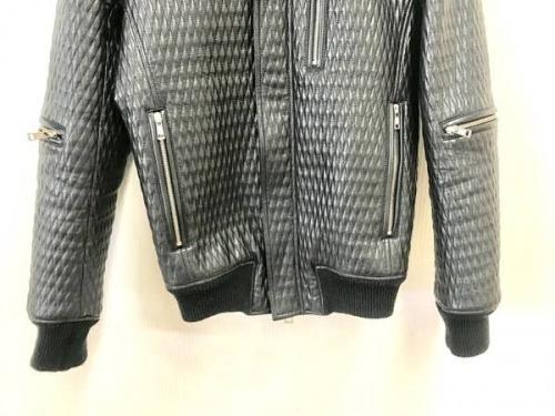 ライダースジャケットのAKM