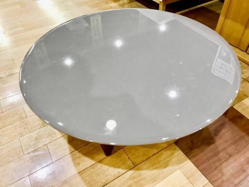 テーブルの丸テーブル