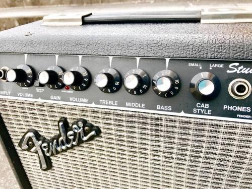 ギターアンプのFENDER