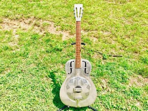 ギターのANTIQUE NOEL