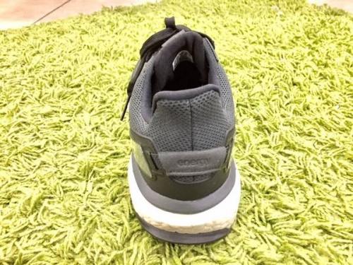 アディダス(adidas)のランニングシューズ