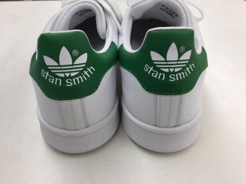 アディダス(adidas)のスニーカー