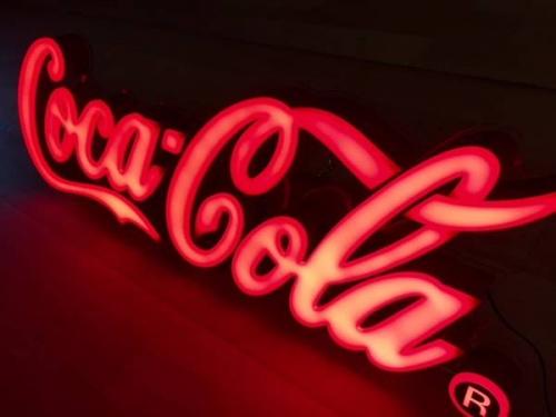 COCA COLAの照明