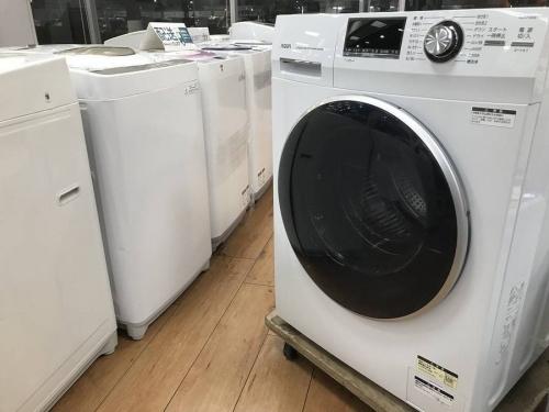 生活家電のドラム式全自動洗濯機