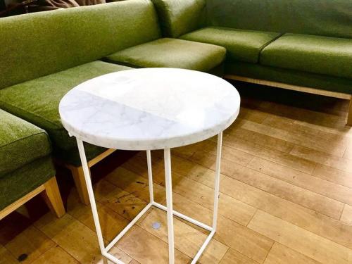 南大沢 家具のナイトテーブル