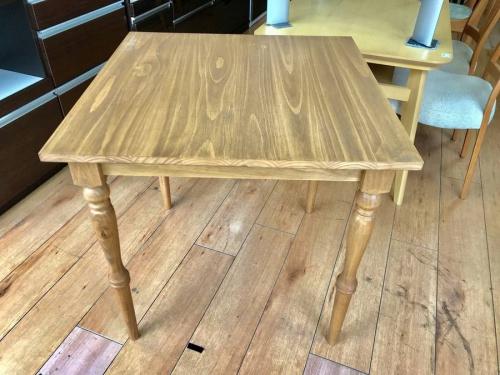 テーブルのサロット