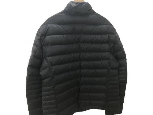 ジャケットのHUGO BOSS