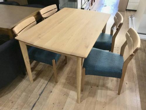 南大沢 家具のテーブル