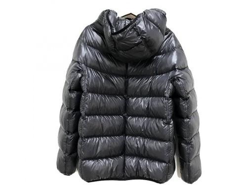 ジャケットのHERNO