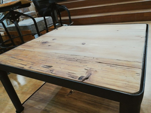 テーブルのIronmills
