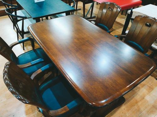 生活家具のダイニング テーブル