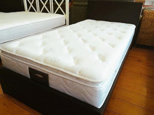 生活家具のベッド シングルベッド ダブルベッド