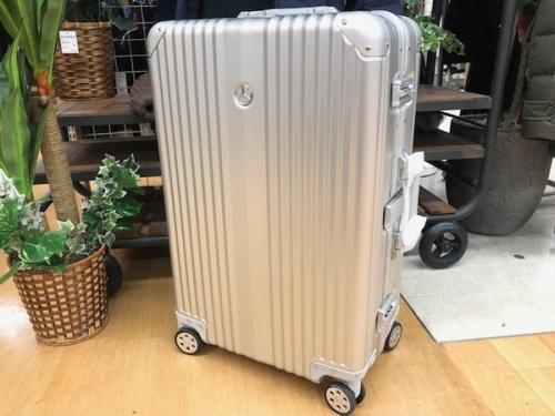 スーツケースのメルセデスベンツ