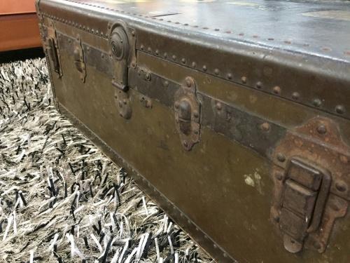 アンティーク雑貨のヴィンテージトランク