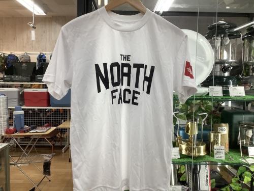 シャツの半袖Tシャツ