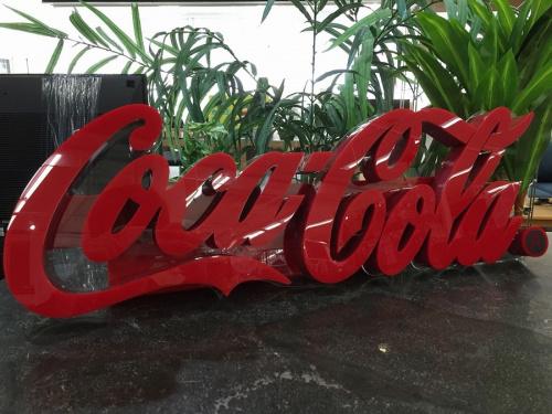 COCA COLAのLEDサイン