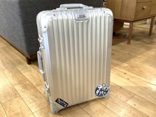 スーツケースのトパーズ