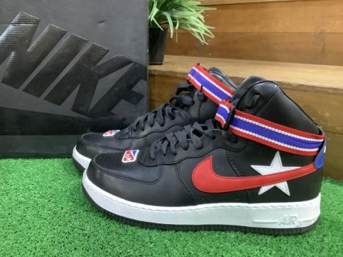 靴のスニーカー