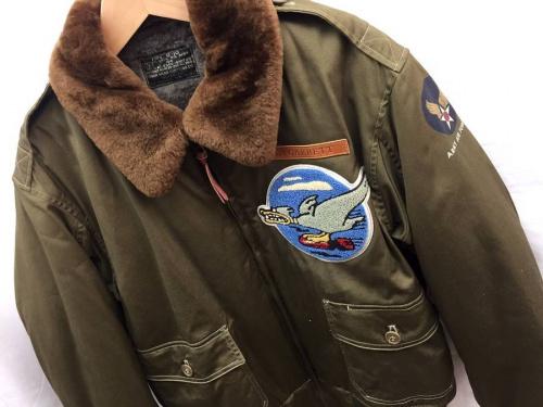 メンズファッションのフライトジャケット