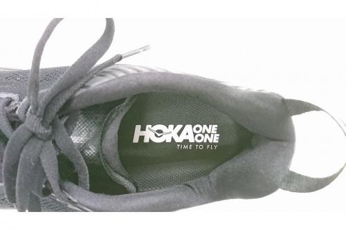 スニーカーのHOKAONEONE