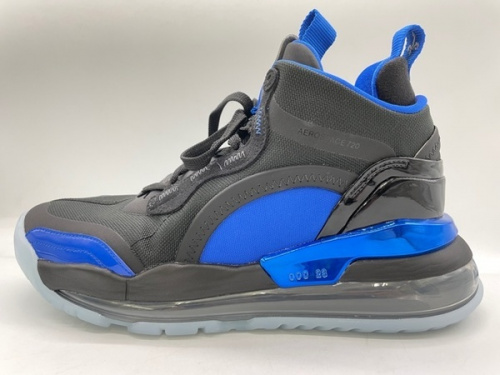 adidasの東久留米 中古 スニーカー