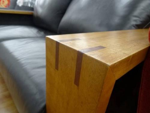 2人掛けソファーの木製