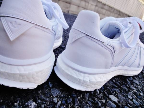 White Mountaineeringのスニーカー