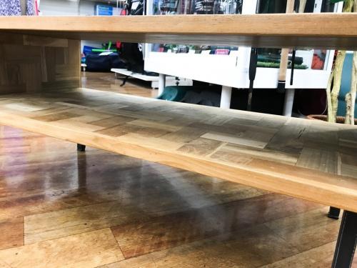 テーブルのローボード