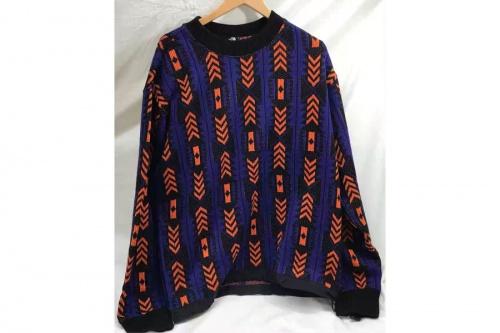 ニットのレイジセーター