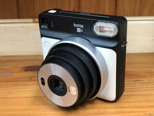 カメラのデジタル一眼カメラ