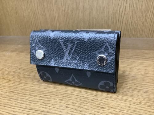 バッグ・財布の折り財布