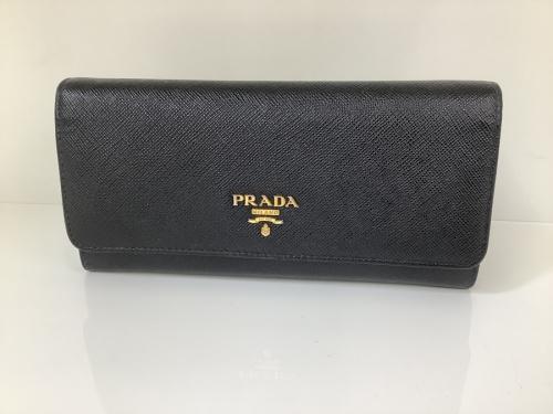 PRADAの長財布