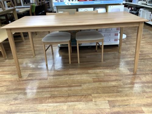 ダイニングテーブルの家具