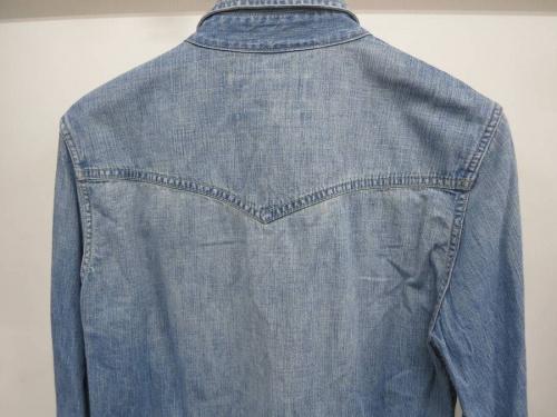 レミレリーフのデニムシャツ