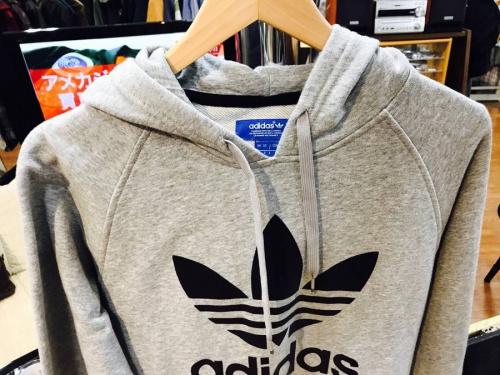 アディダス(adidas)の中央林間衣類