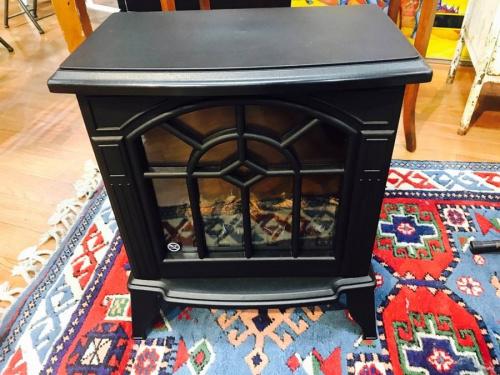 季節家電の暖炉方ファンヒーター