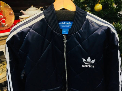 ジャケットのアディダス(adidas)