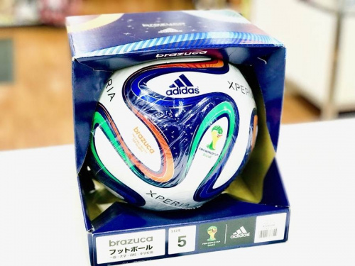 サッカーのアディダス(adidas)