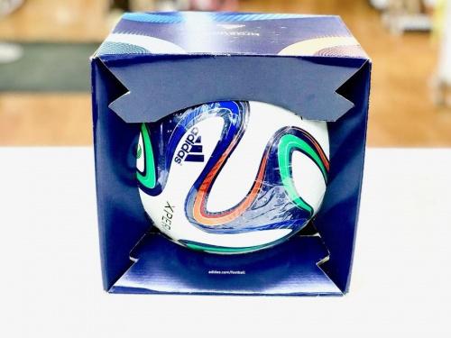 アディダス(adidas)のサッカーボール