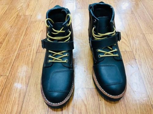 ブーツのAVIREX