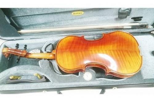 バイオリンの練習用バイオリン