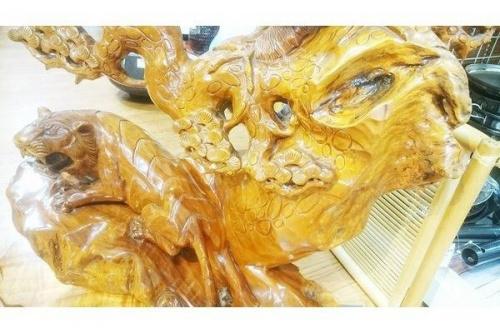 木彫りの鷹虎