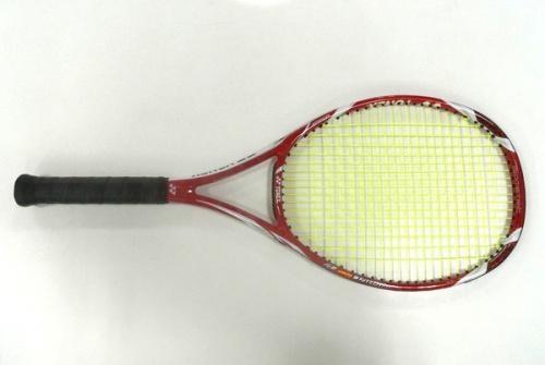 スポーツ用品のテニスラケット