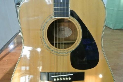 アコースティックギターのYAMAHA